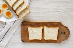 Cozinhando o sanduíche do ovo ponto por ponto imagem de stock royalty free