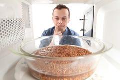 Cozinhando o trigo mourisco Imagens de Stock Royalty Free