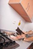 Cozinhando peixes com machado Fotografia de Stock Royalty Free