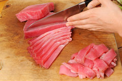 Cozinhando peixes de atum Imagens de Stock Royalty Free