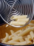 Cozinhando Penne Foto de Stock Royalty Free