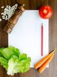 Cozinhando a receita na tabela de cozinha Fotos de Stock Royalty Free
