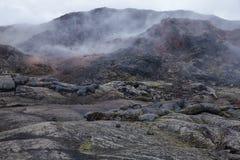 Cozinhando a região Islândia do nordeste Escandinávia de Myvatn da área vulcânica de Krafla do campo de lava foto de stock royalty free