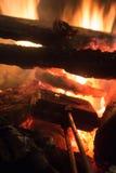 Cozinhando tortas da fogueira Fotografia de Stock Royalty Free