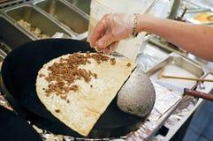 Cozinhando um crepe Imagens de Stock Royalty Free