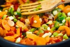 Cozinhando vegetais Fotos de Stock