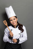 Cozinheiro chefe bonito da mulher na ação Imagens de Stock