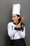 Cozinheiro chefe bonito da mulher na ação Fotos de Stock