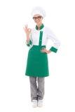 Cozinheiro chefe bonito novo da mulher que mostra o sinal aprovado - isolado completo do comprimento Fotos de Stock