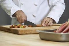 Cozinheiro chefe Chopping Rhubarb imagem de stock royalty free