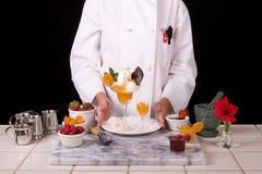 Cozinheiro chefe com creme do alperce Imagens de Stock Royalty Free