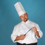 Cozinheiro chefe com faca Imagens de Stock Royalty Free