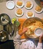 Cozinheiro chefe da classe de cozimento Imagens de Stock Royalty Free