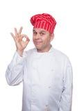Cozinheiro chefe de sorriso que mostra o sinal aprovado foto de stock royalty free