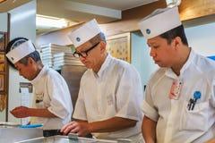 Cozinheiro chefe de sushi japonês Foto de Stock Royalty Free