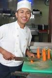 Cozinheiro chefe e cenoura Imagens de Stock