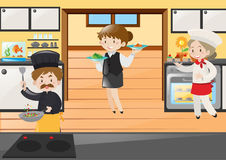 Cozinheiro chefe e empregada de mesa que trabalham no restaurante Imagem de Stock Royalty Free