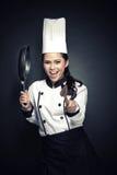 Cozinheiro chefe fêmea entusiasmado ou padeiro pronto para cozinhar Fotografia de Stock