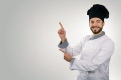 Cozinheiro chefe feliz que aponta no espaço da cópia imagens de stock royalty free