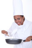 Cozinheiro chefe fêmea que agita o molho Fotos de Stock Royalty Free