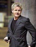 Cozinheiro chefe Gordon Ramsay da televisão no aeroporto RELAXADO Foto de Stock Royalty Free