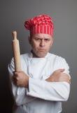 Cozinheiro chefe irritado com pino do rolo Fotografia de Stock Royalty Free