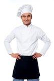 Cozinheiro chefe masculino seguro de sorriso dos jovens Imagem de Stock Royalty Free