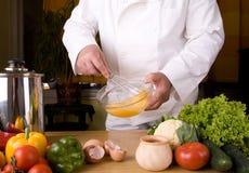 Cozinheiro chefe na cozinha Imagens de Stock