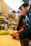 Cozinheiro chefe no restaurante da cozinha Imagem de Stock Royalty Free