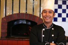 Cozinheiro chefe no restaurante da pizza Fotos de Stock Royalty Free