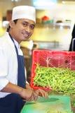 Cozinheiro chefe no trabalho e no sorriso Imagens de Stock Royalty Free