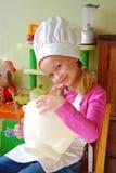 Cozinheiro chefe pequeno bonito imagem de stock royalty free