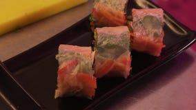 Cozinheiro chefe Put Vegetable Appetizing Rolls delicioso vídeos de arquivo