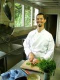 Cozinheiro chefe que corta o estragão Fotos de Stock Royalty Free