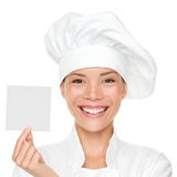 Cozinheiro chefe que mostra o cartão do sinal Foto de Stock Royalty Free