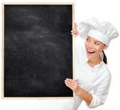 Cozinheiro chefe que mostra o sinal em branco do menu Imagens de Stock