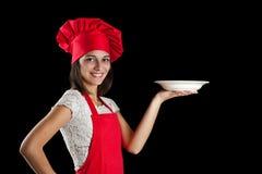 Cozinheiro chefe que mostra a placa Fotografia de Stock Royalty Free