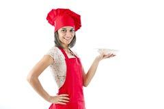 Cozinheiro chefe que mostra a placa Foto de Stock Royalty Free