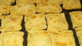 Cozinheiro chefe que prepara tortas Processo de cozimento Alimento tradicional Carne triturada baking filme
