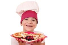 Cozinheiro da menina com retrato dos crepes Fotografia de Stock Royalty Free