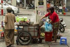 Cozinheiro da rua em Ho Chi Minh Fotos de Stock Royalty Free