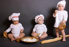 Cozinheiro de três rapazes pequenos Foto de Stock Royalty Free