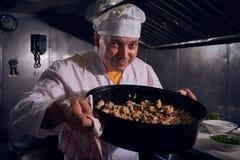 Cozinheiro do cozinheiro chefe, grande projeto para algumas finalidades Cozinhando o conceito Retrato da cozinha Alimento saudáve imagens de stock