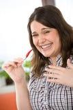 Cozinheiro - mais a mulher do tamanho com pimenta de pimentão quente Fotografia de Stock Royalty Free