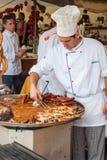 Cozinheiro profissional que cozinha durante o festival de Spancirfest Fotografia de Stock