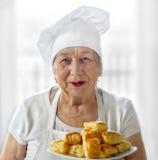Cozinheiro sênior da mulher foto de stock