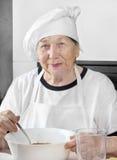 Cozinheiro sênior da mulher Imagens de Stock Royalty Free