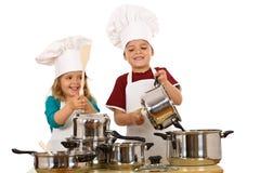 Cozinheiros chefe felizes que fazem o ruído Imagem de Stock