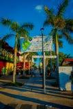 COZUMEL MEKSYK, LISTOPAD, - 09, 2017: Piękny plenerowy widok niektóre turyści cieszy się miasto Cozumel, otacza Obraz Royalty Free