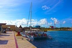 Cozumel Meksyk, Maj, - 04, 2018: turyści na ferryboat w błękitnej karaibskiej wodzie przy Cozumel, Meksyk Zdjęcia Stock